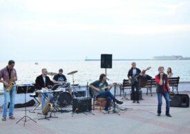 Михаил Развожаев запретил уличным музыкантам выступать на Приморском бульваре (видео)